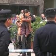 Dramatic rescue in China. Knife-wielding attacker caught! A woman was taken hostage by an agitated man after he got out of a taxi and asked to talk to a reporter. […]