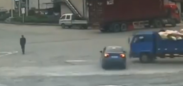 A fortunate pedestrian narrowly escaped being crushed between car and truck that collided as they tried to speed through an intersection. You won't believe how close one pedestrian in China […]
