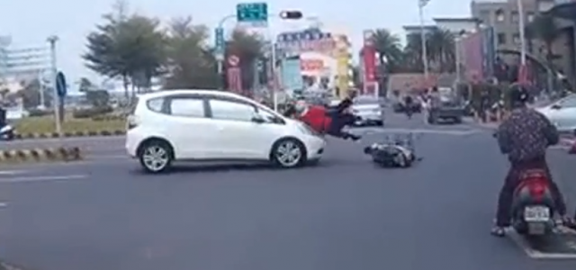 The latest complete scooter video compilation 2015 around the world. New videos of scooters on the road uploaded every week with original sound only. Be Vigilant at Intersections. The vast […]