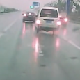Amazing Minivan Braking (handbrake turn ) in China caught on dashcam. How to drift a car using the e-brake (hand brake) technique. Near miss accident!