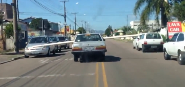 Driver Carries Pipe Through Car Windows, Brazil. Old Crazy Man FAILS To Carry Massive Pipe.