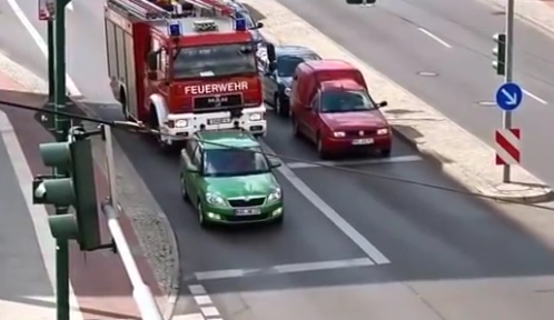 German driver refuses to let roaring fire truck pass. A driver pulls into the right lane when a fire truck is approaching and won't move out of it's way.