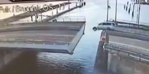 A car driver in the Netherlands spectacularly failed to jump across an open bridge, crashing into the river below… Ambitious driver attempts to jump 4 meter gap in bridge; fails […]
