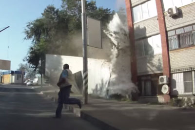 A truck carrying flour crashes into an apartment building in Russia. Flour carrying truck crashes into building. Truck due to brake failure crashed into a house.